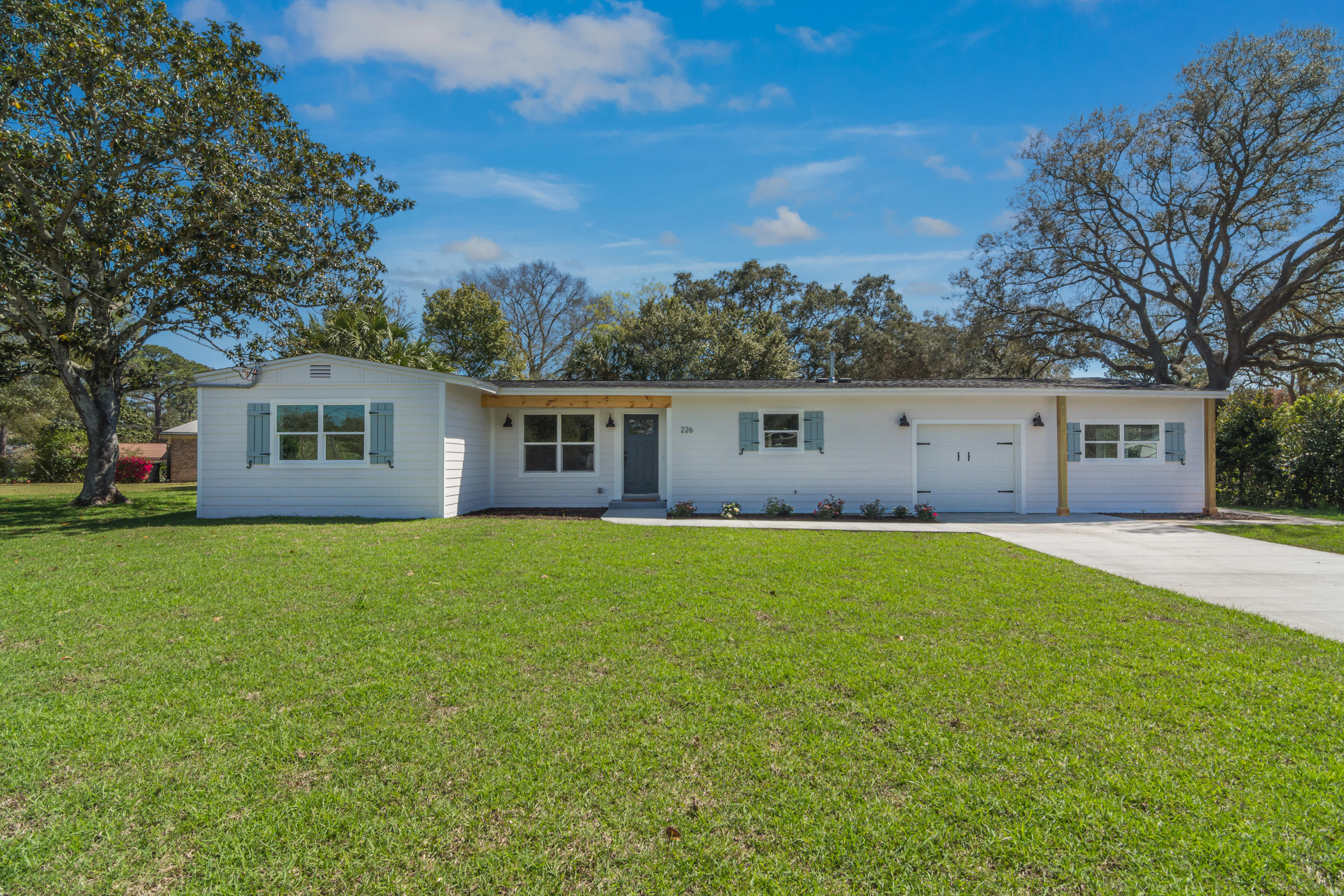 Photo of home for sale at 226 Buck, Fort Walton Beach FL
