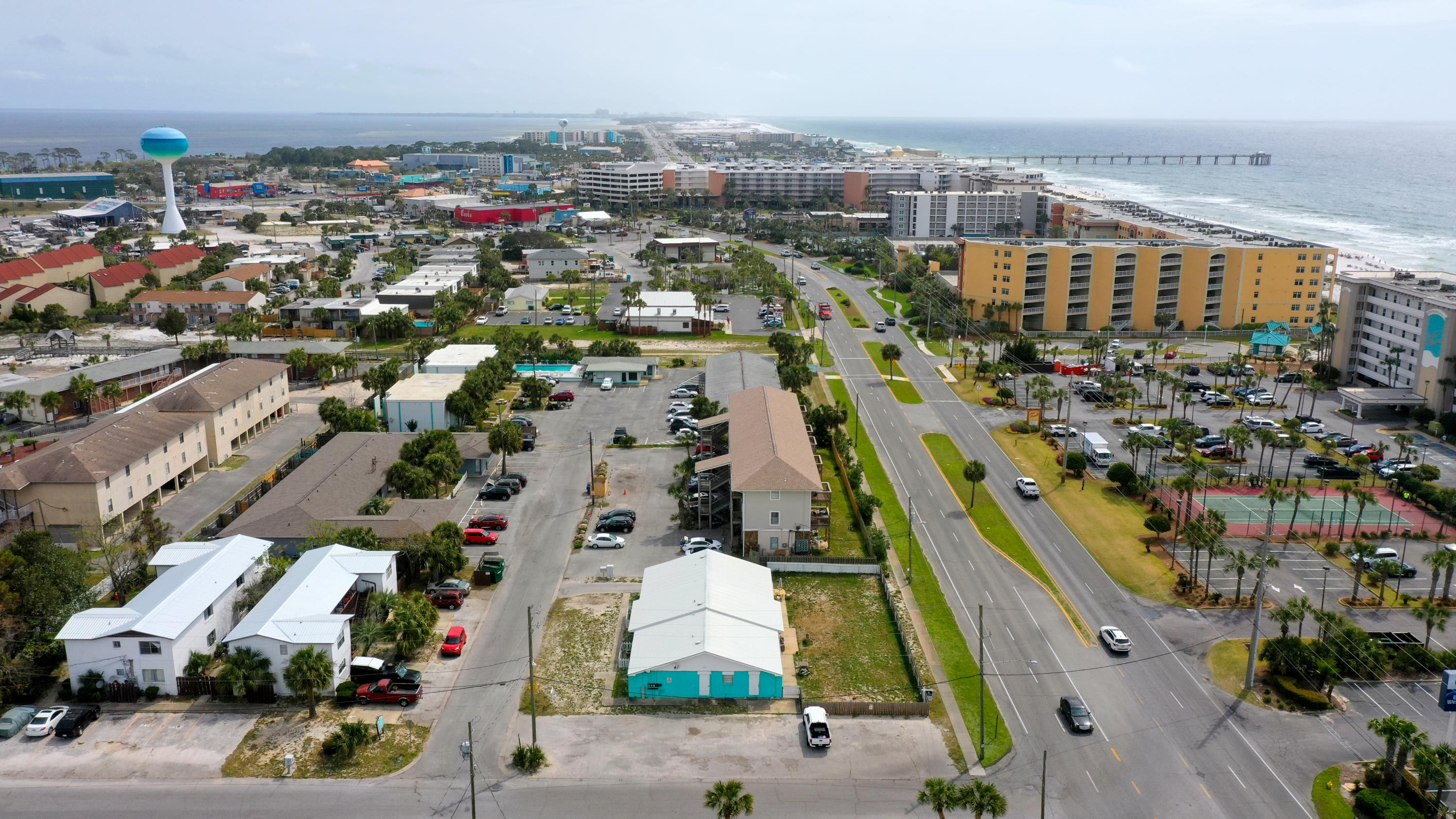 Photo of home for sale at 305 Barracuda, Fort Walton Beach FL
