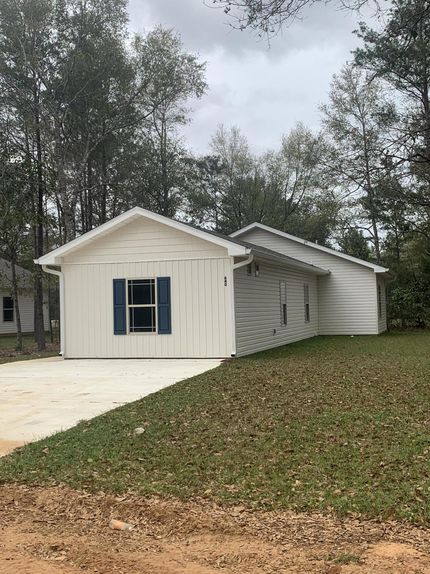 Photo of home for sale at 650 Cypress, Defuniak Springs FL