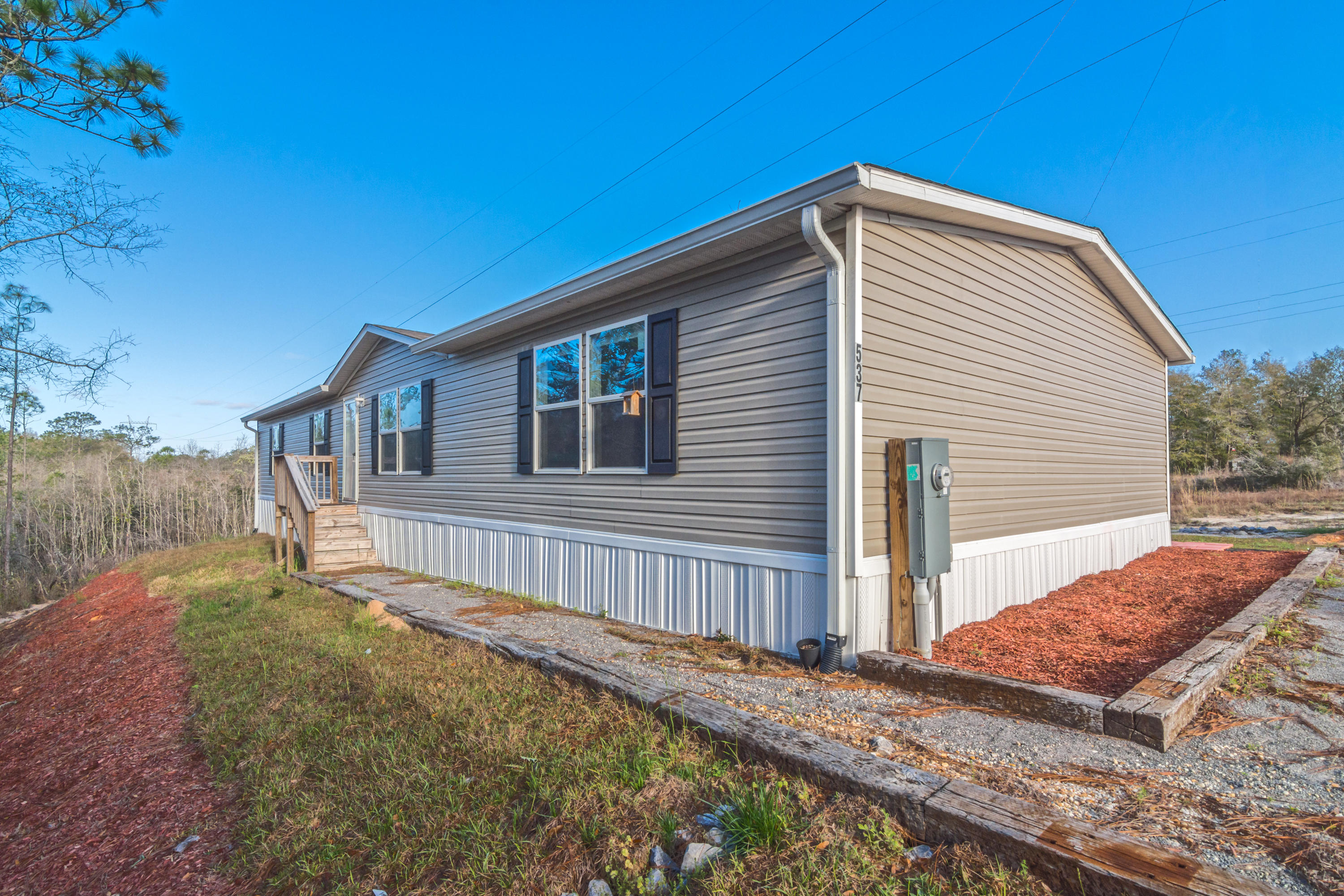 Photo of home for sale at 537 Blue Ridge, Defuniak Springs FL