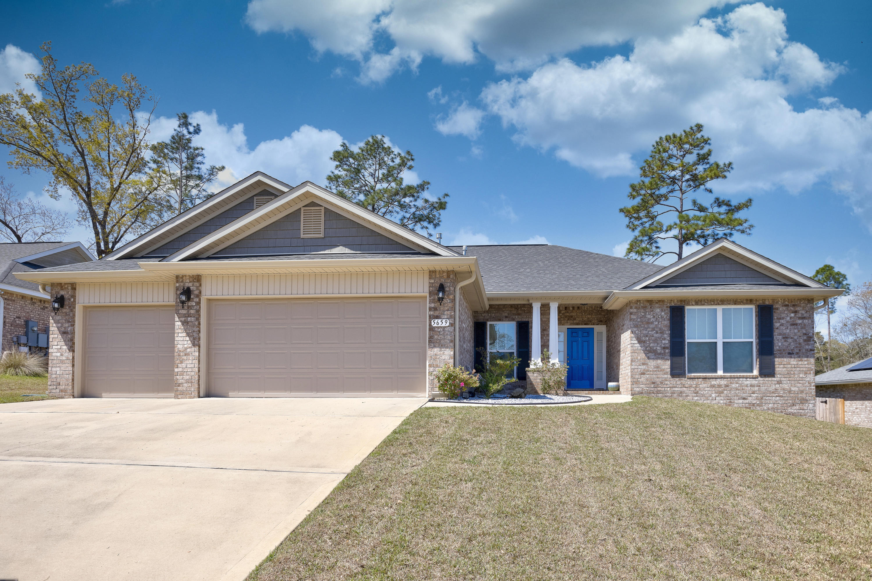 Photo of home for sale at 5659 North Brook, Crestview FL