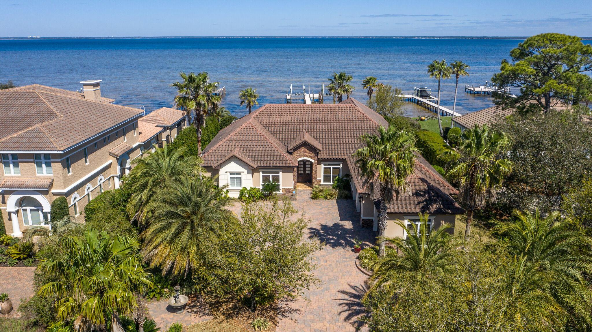 Photo of home for sale at 324 Sand Myrtle, Destin FL