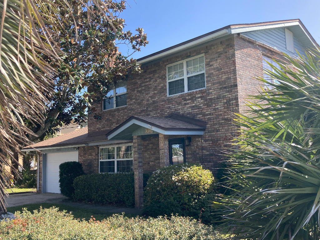 Photo of home for sale at 845 Tropic, Fort Walton Beach FL