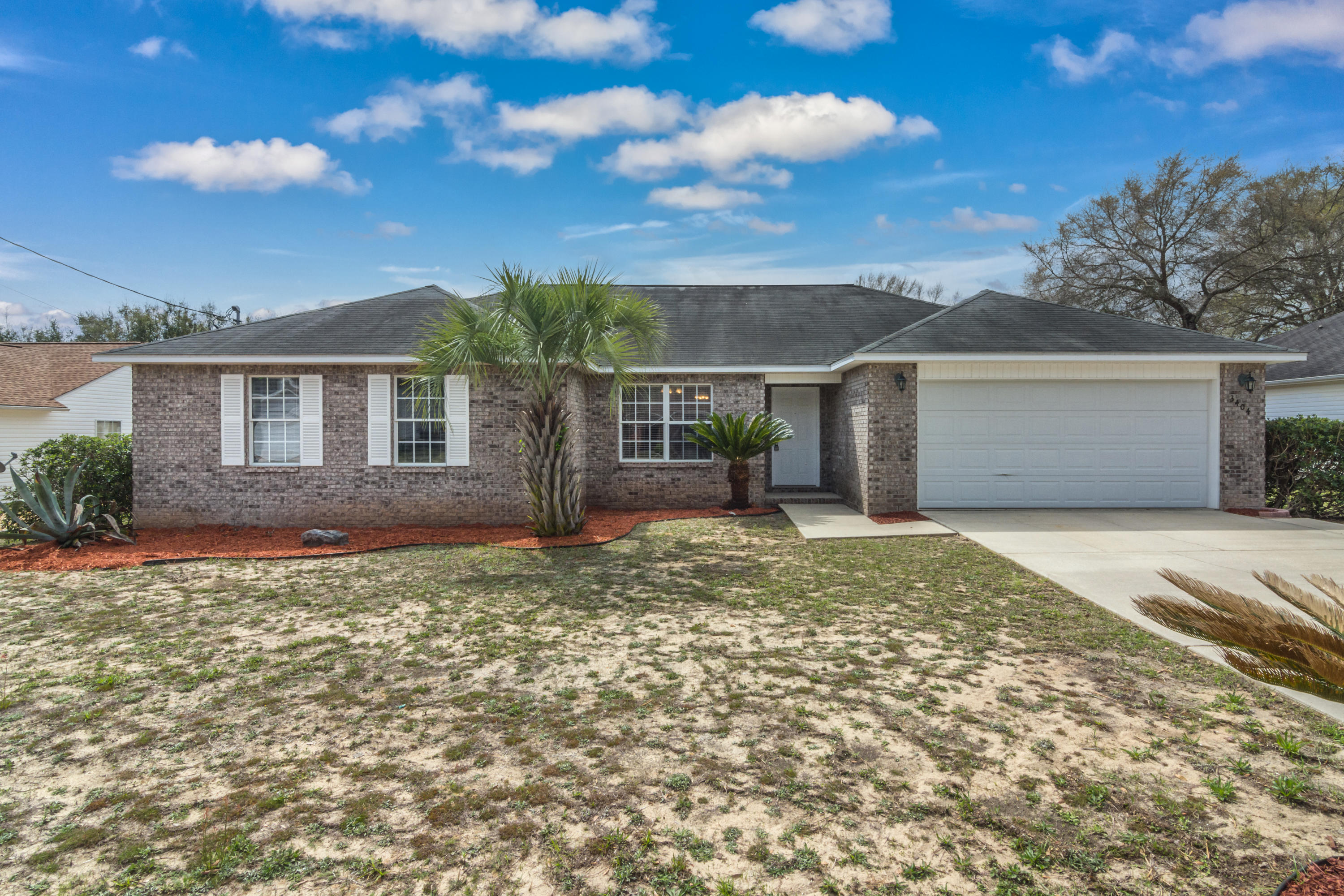 Photo of home for sale at 3404 Skymaster, Crestview FL