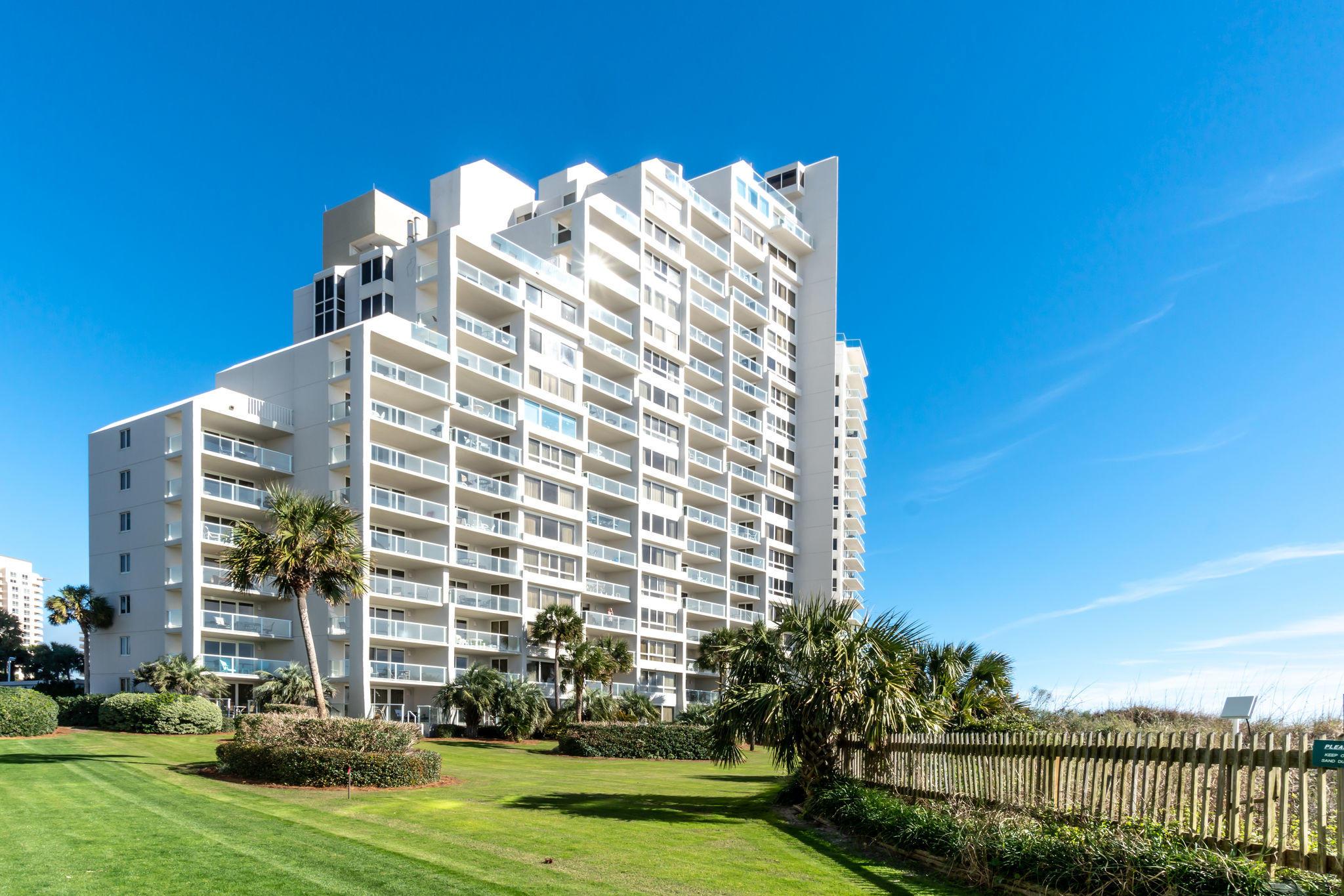 Photo of home for sale at 4246 Beachside 2, Destin FL