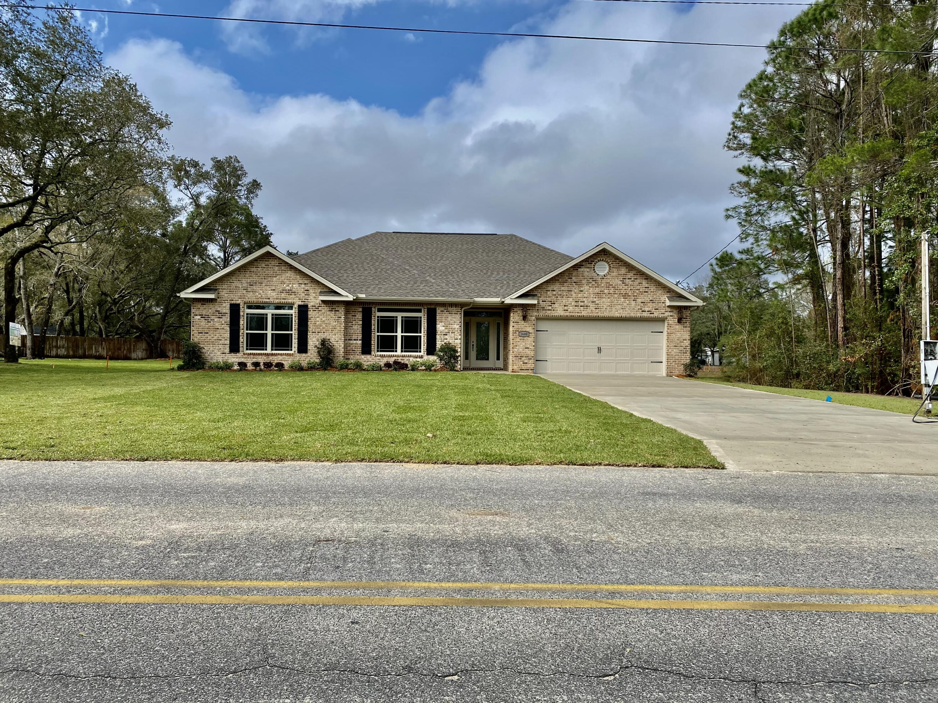 Photo of home for sale at 1600 Bayshore, Niceville FL