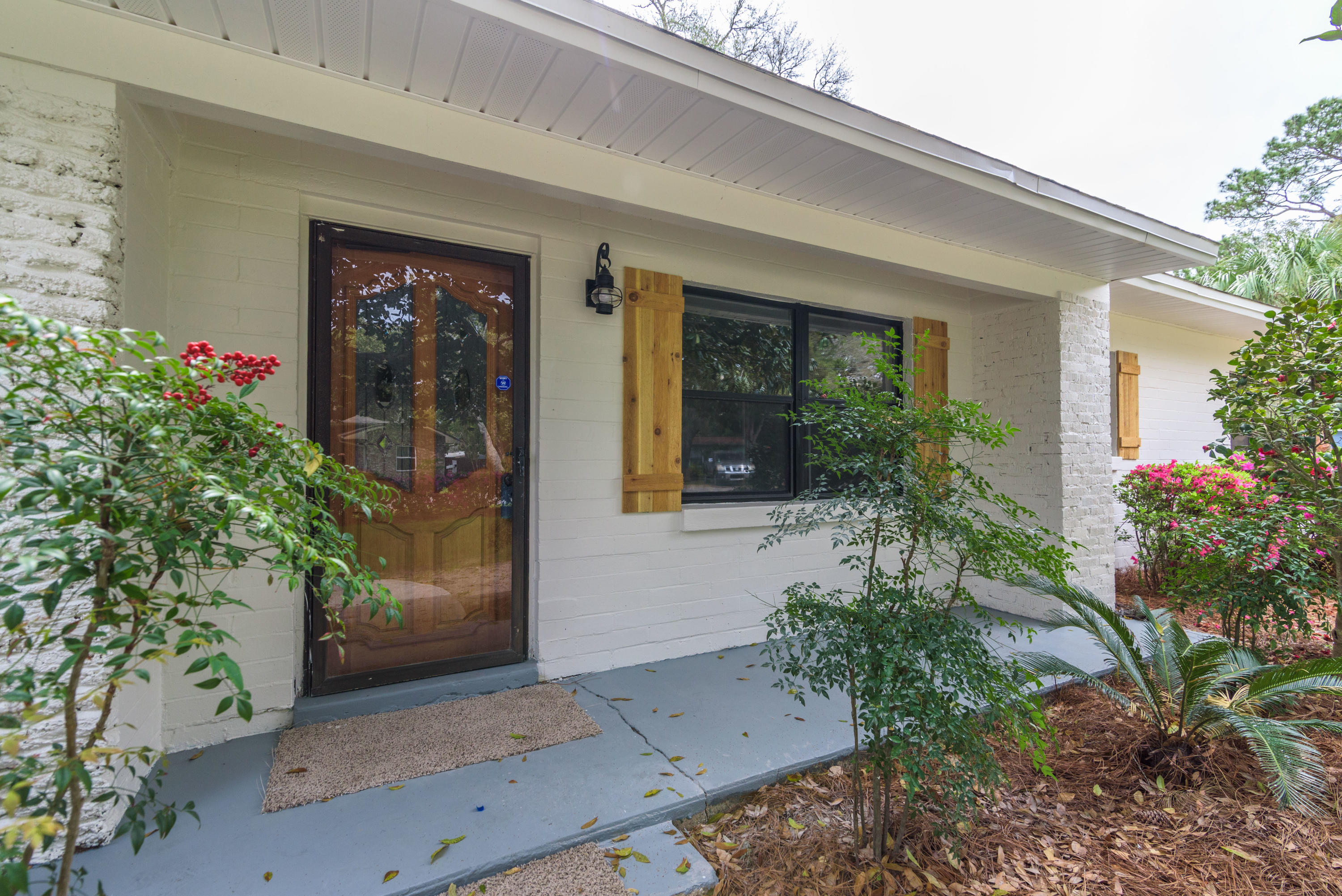 Photo of home for sale at 11 Okahatchee, Fort Walton Beach FL