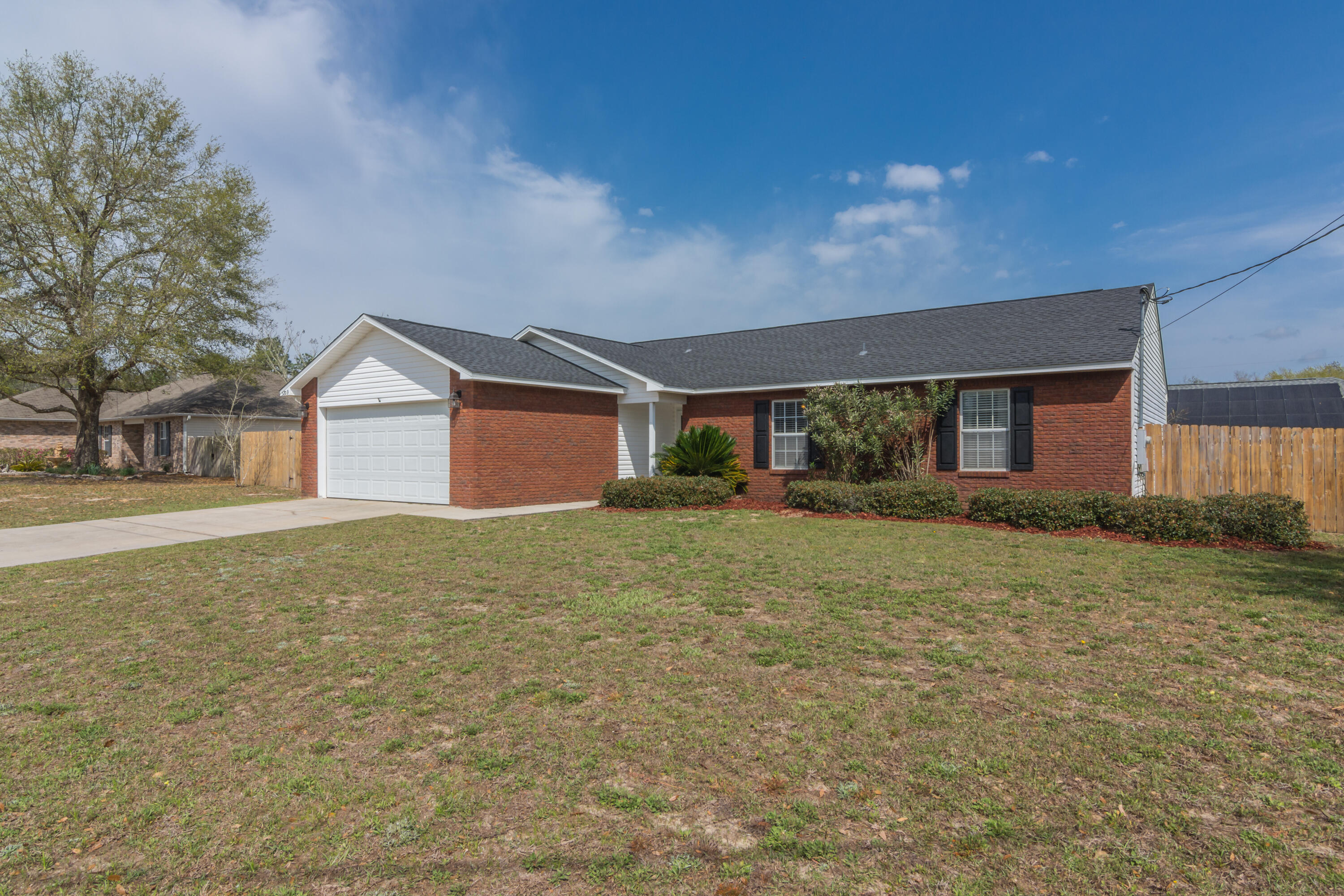 Photo of home for sale at 3209 Skynight, Crestview FL