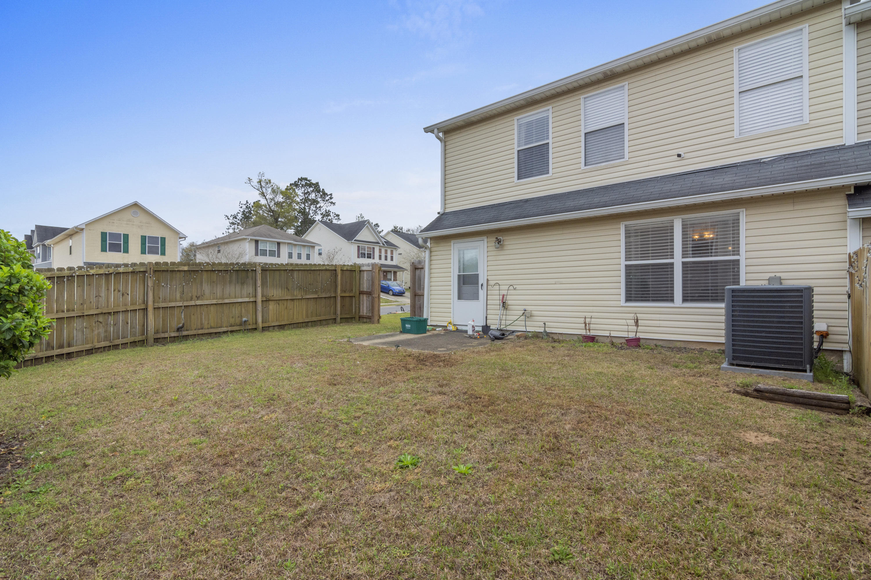 Photo of home for sale at 108 Mcnair, Crestview FL