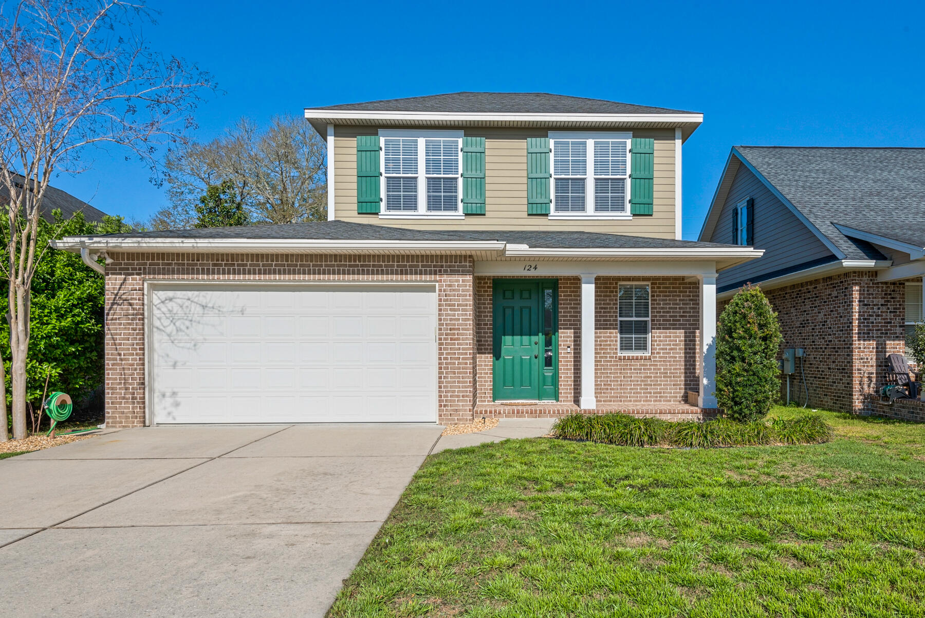 Photo of home for sale at 124 Arrowhead, Niceville FL