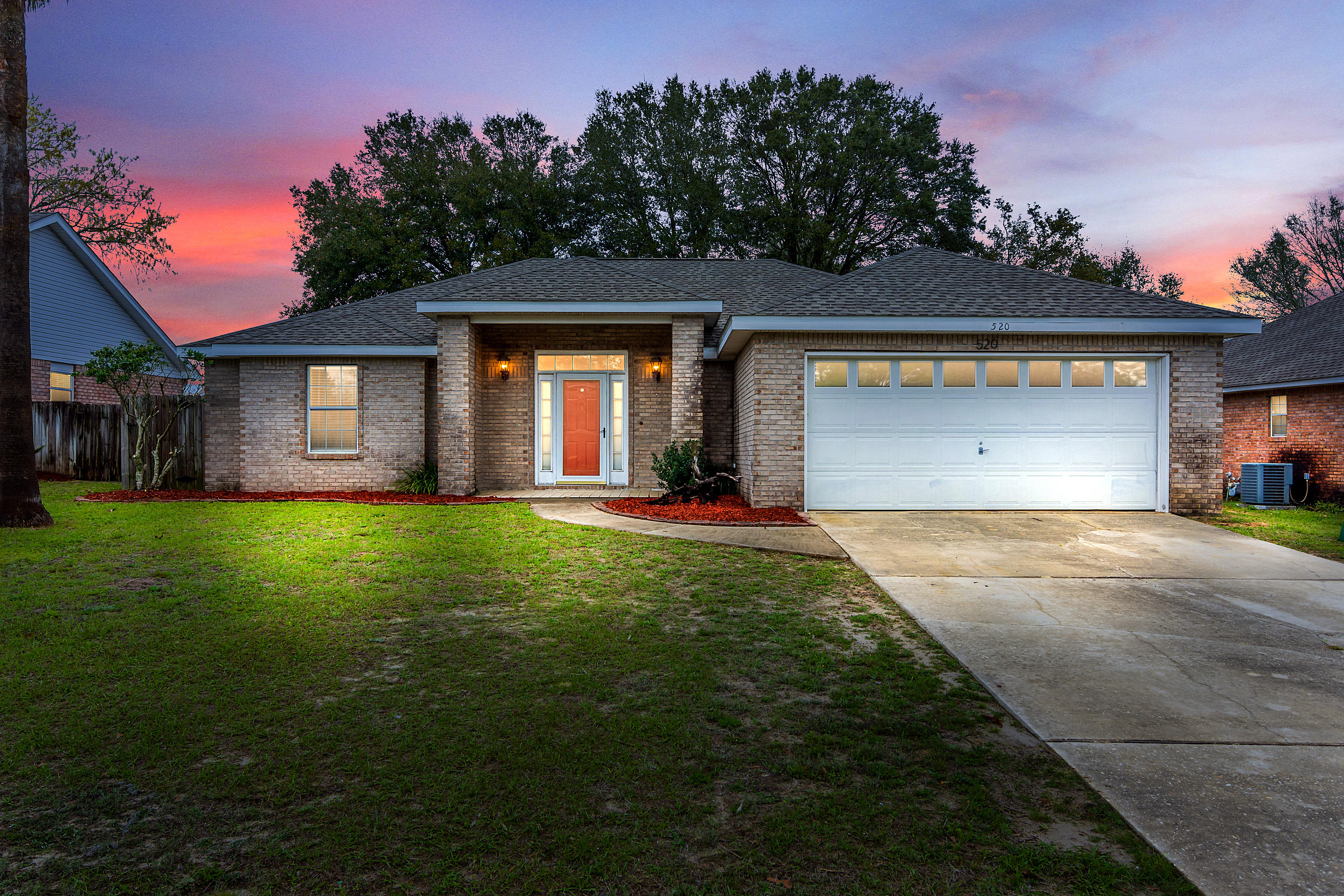 Photo of home for sale at 520 Risen Star, Crestview FL