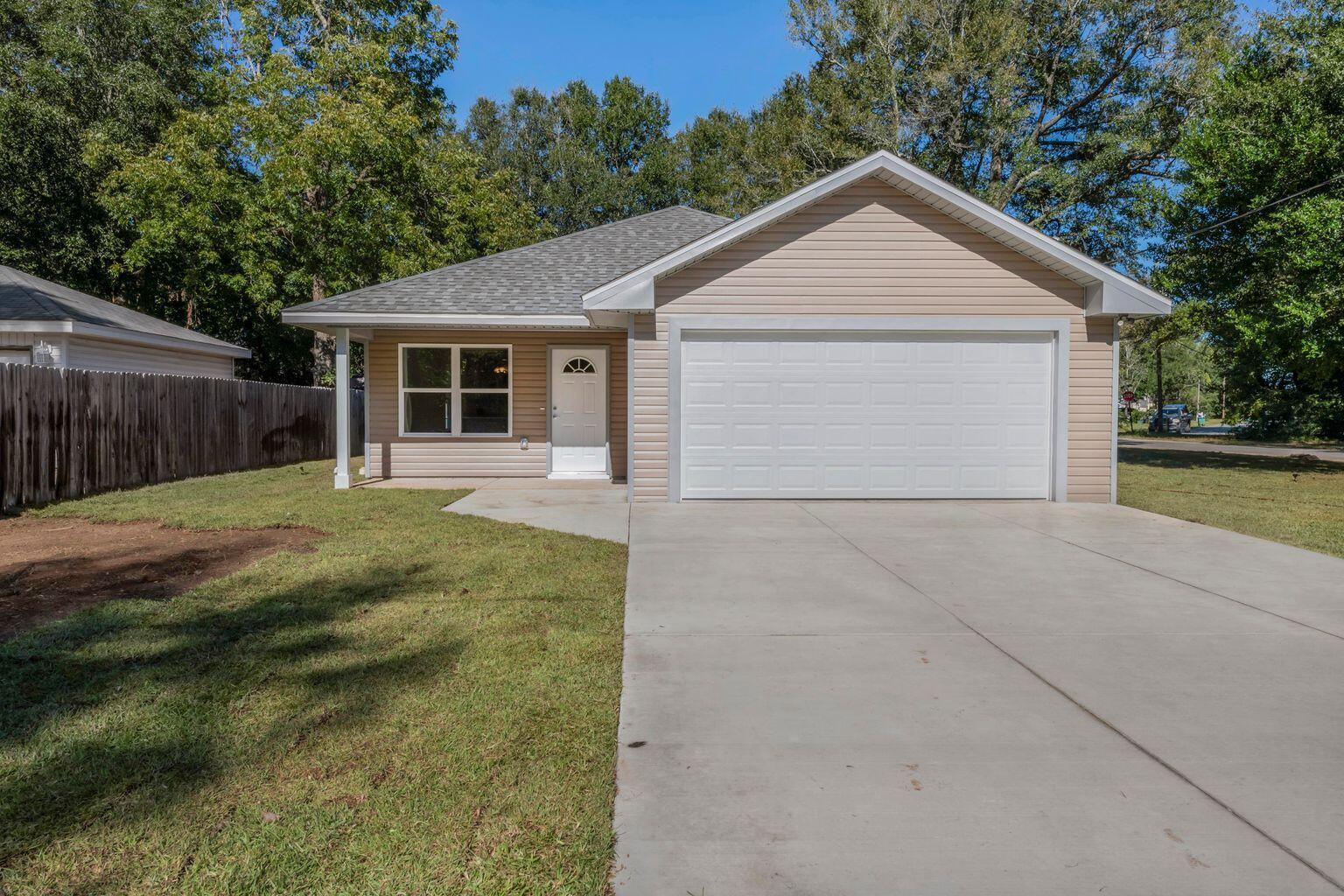 Photo of home for sale at 620 Panama, Crestview FL