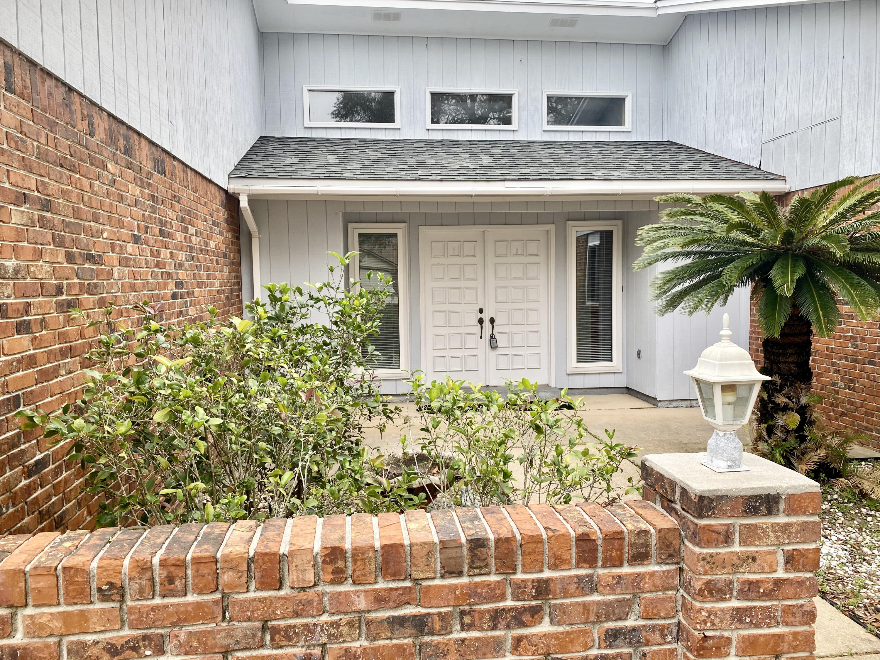 Photo of home for sale at 725 Saint Thomas, Niceville FL