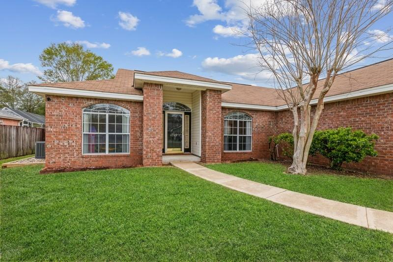 Photo of home for sale at 4749 Coronado, Crestview FL