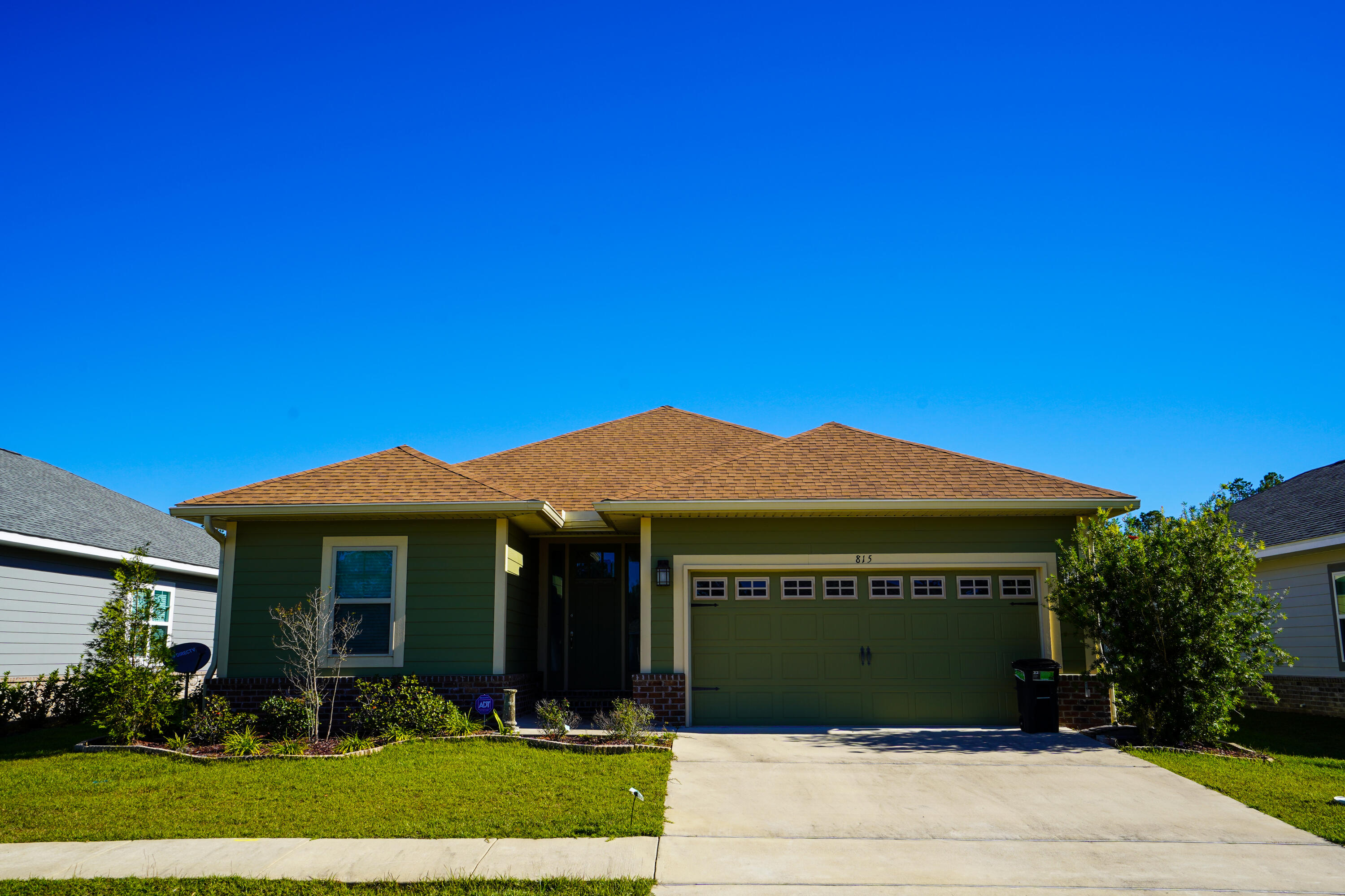 Photo of home for sale at 815 Marquis, Freeport FL