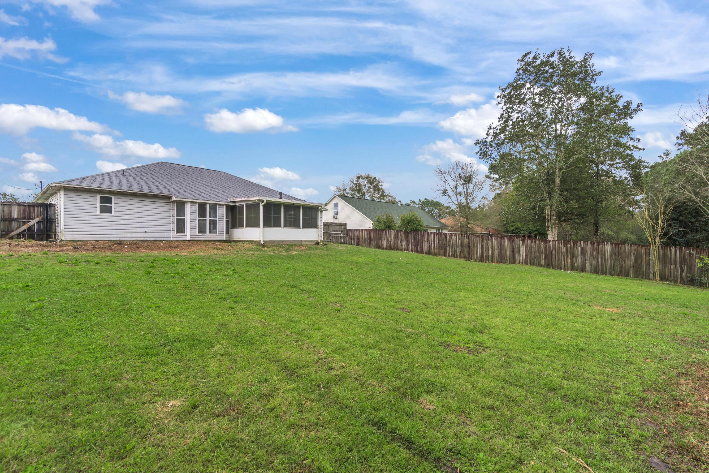 Photo of home for sale at 4810 Summer Creek, Crestview FL