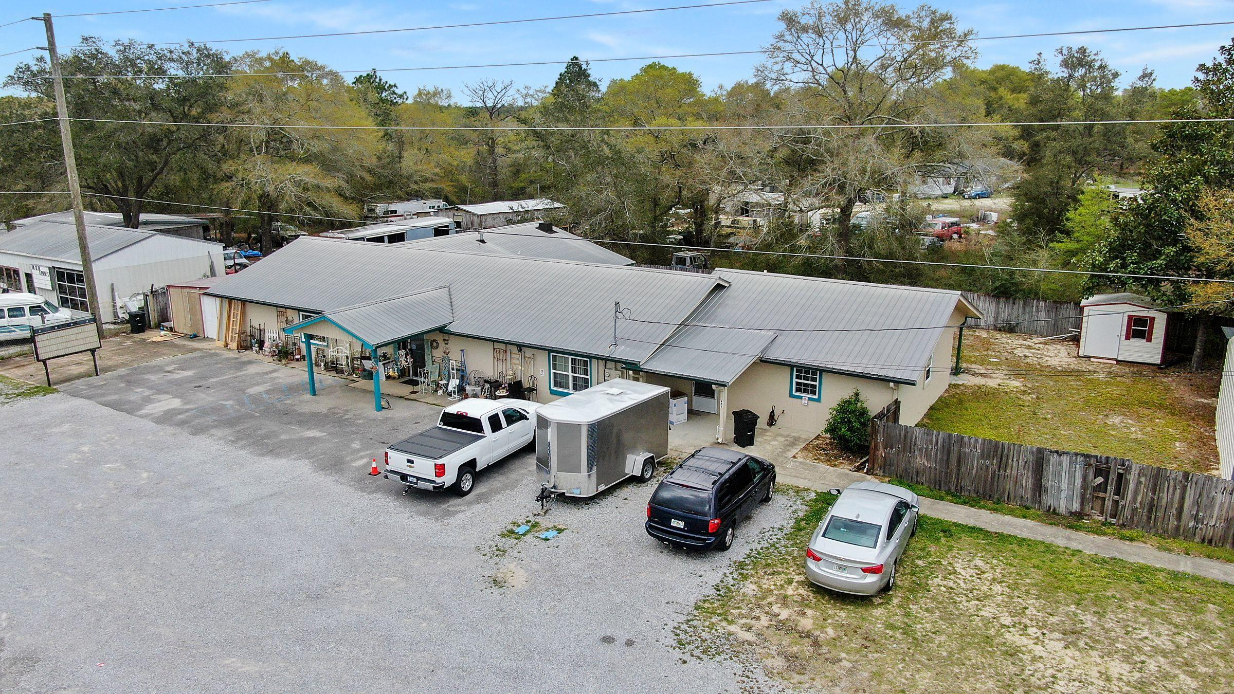 Photo of home for sale at 11078 Us Hwy 90 W, Defuniak Springs FL