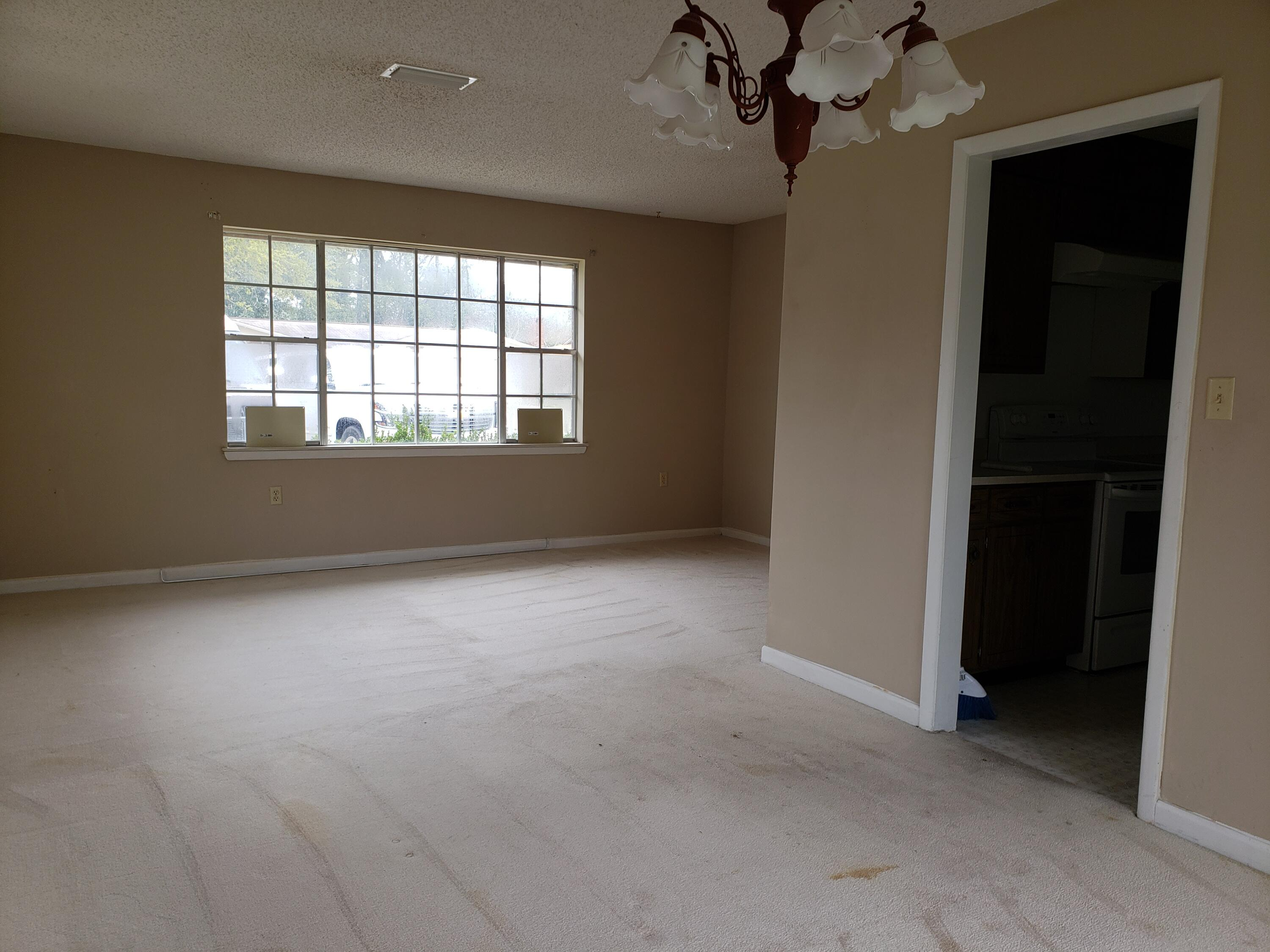 Photo of home for sale at 1611 Date Palm, Niceville FL