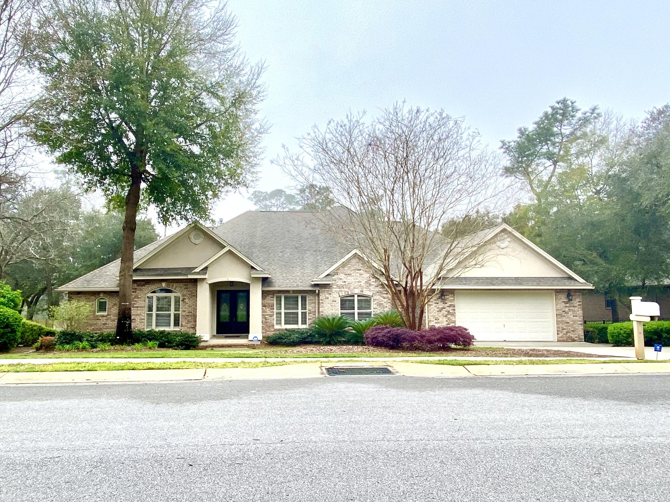 Photo of home for sale at 864 Coldwater Creek, Niceville FL