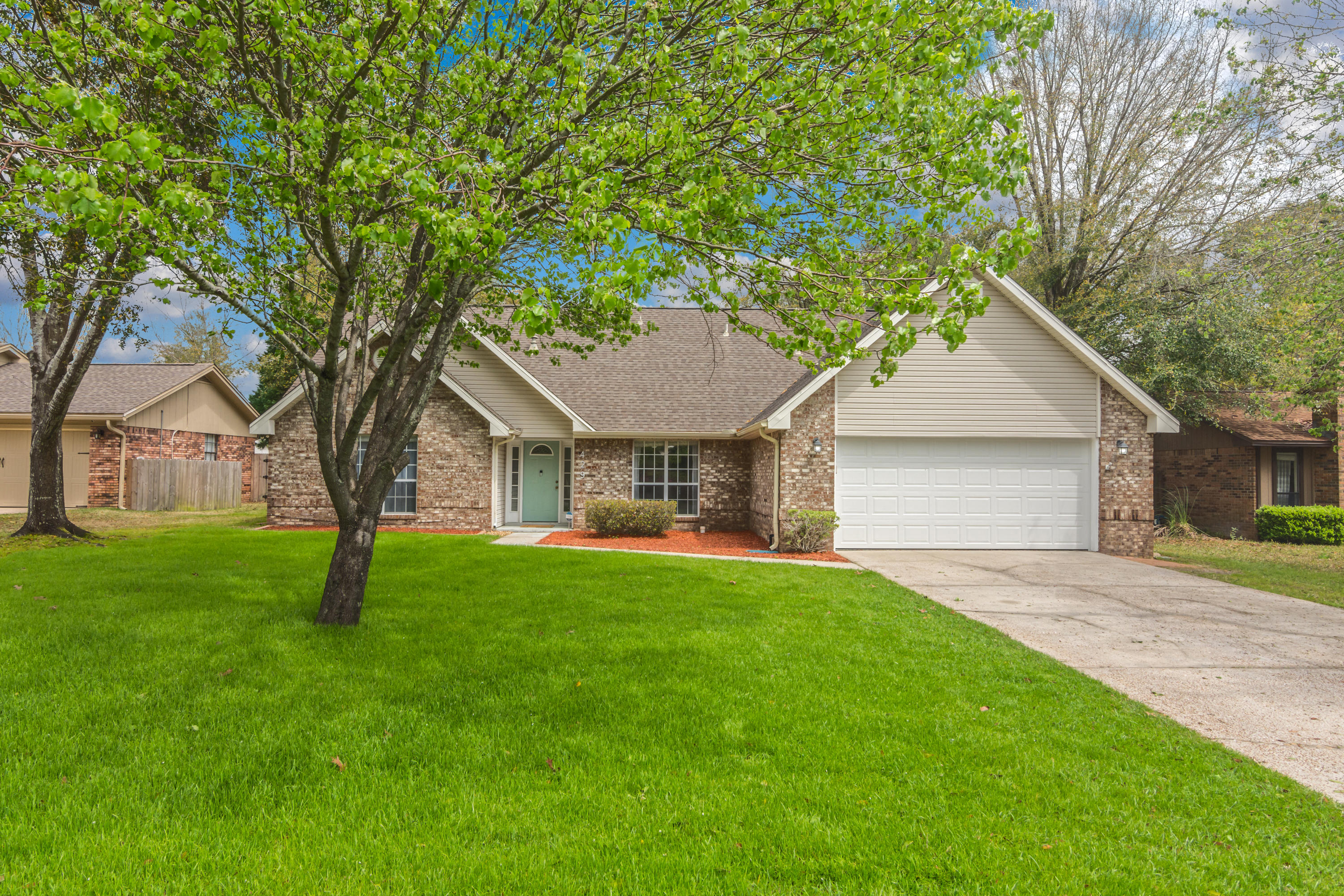 Photo of home for sale at 429 Barbados, Niceville FL