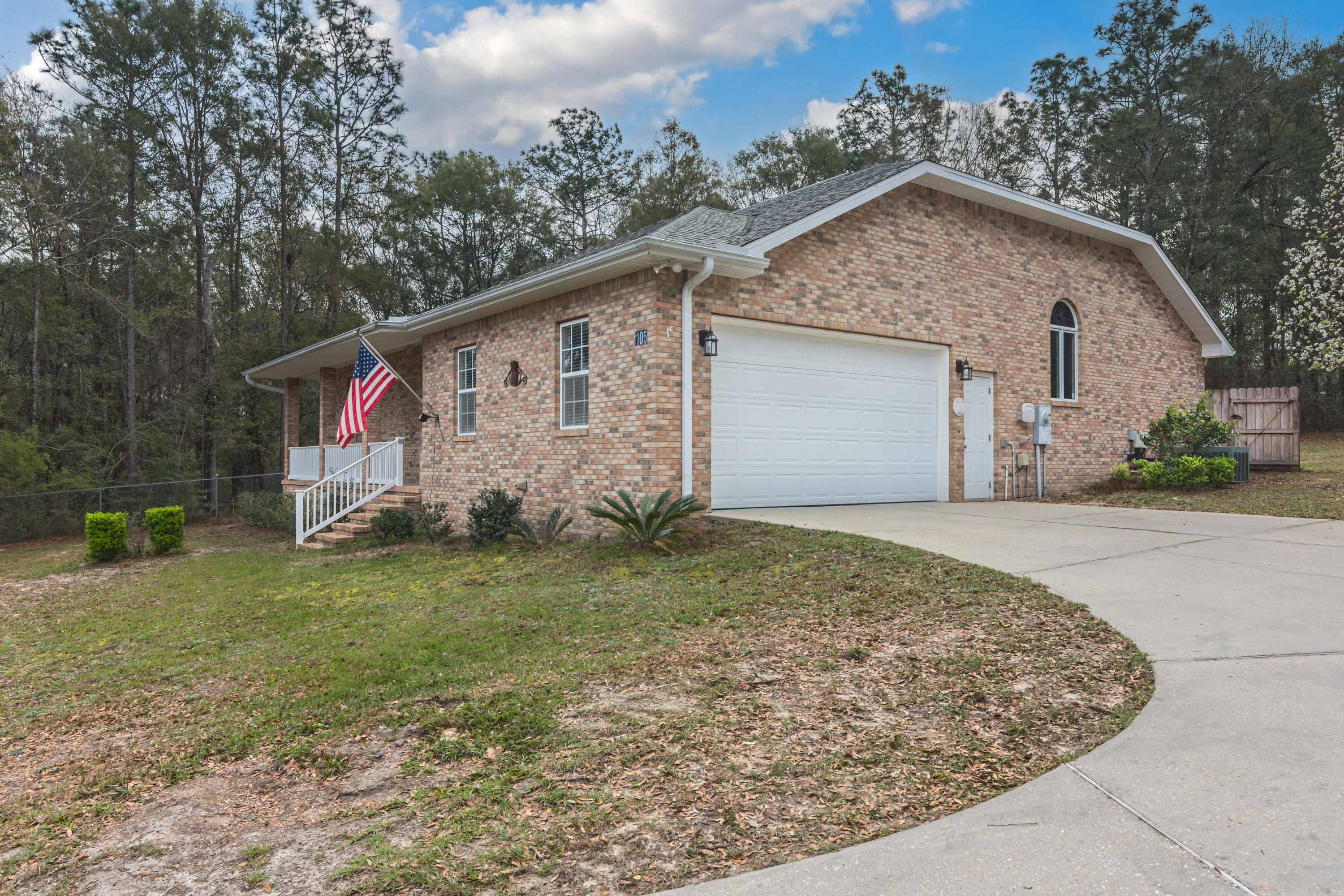 Photo of home for sale at 105 Cheyenne, Crestview FL