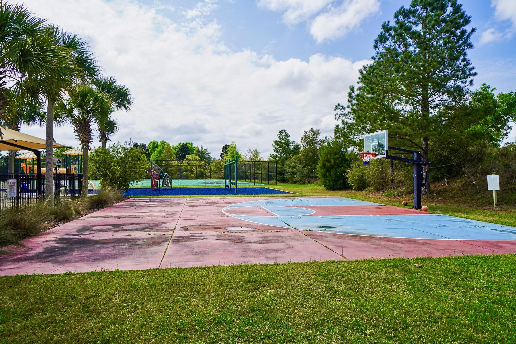 Photo of home for sale at 460 Windswept, Freeport FL