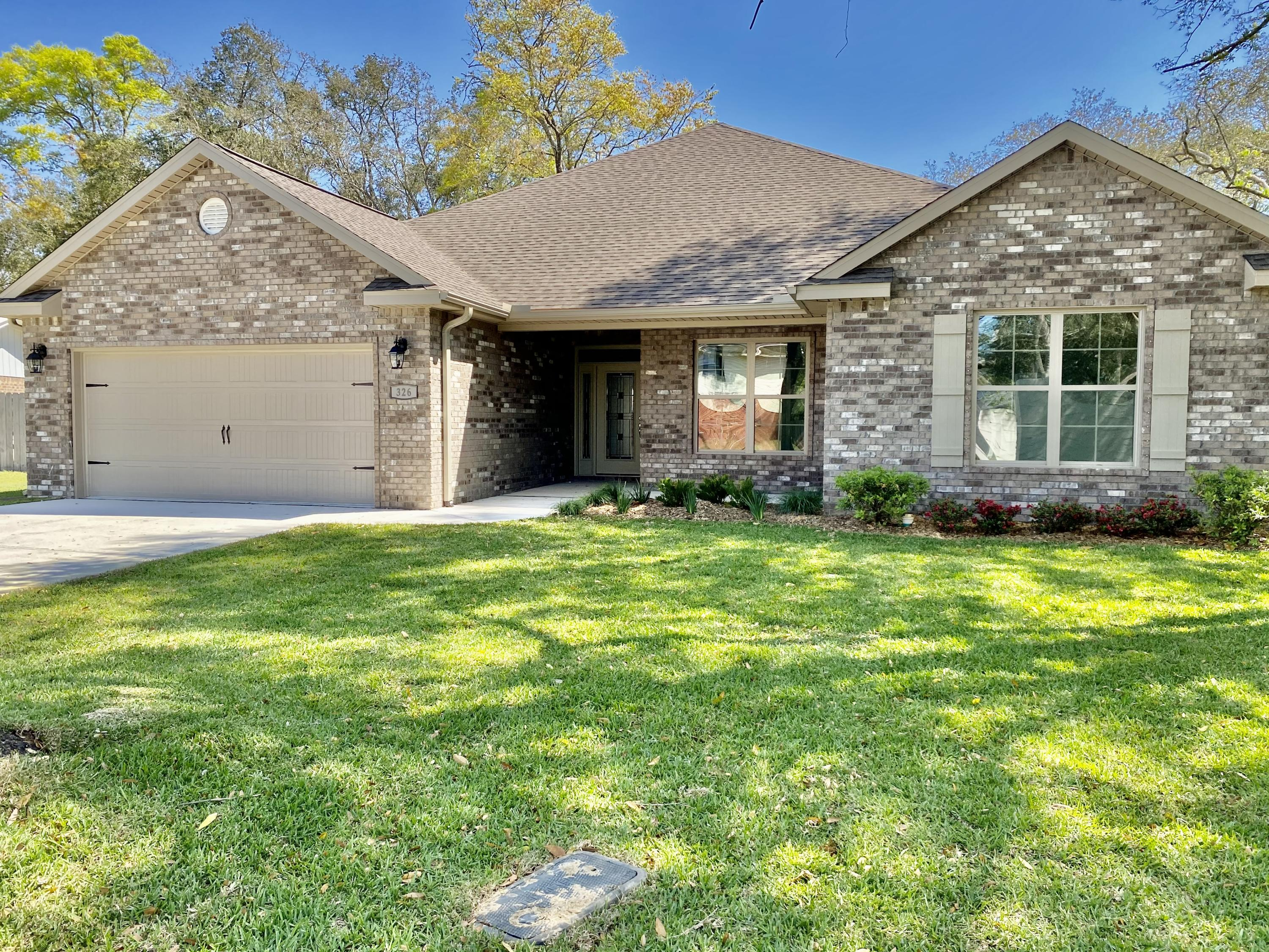 Photo of home for sale at 326 St Andrews, Niceville FL