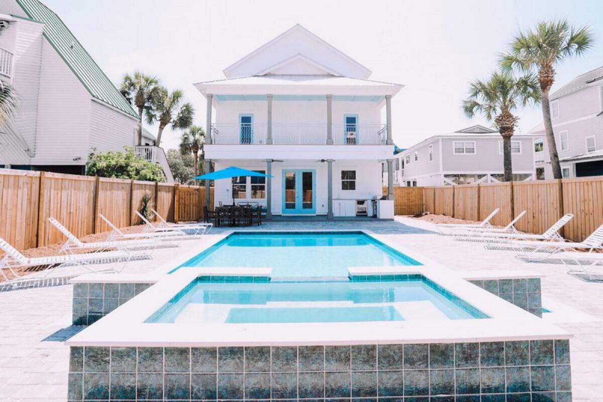 A 8 Bedroom 7 Bedroom Crystal Beach Home