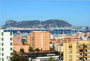 Piso En Alquiler En Algecira, El Rinconcillo, España, ES RAH: 16-17