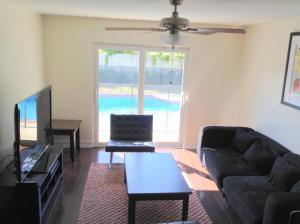 Additional photo for property listing at 4351 NE 4th 4351 NE 4th Boca Raton, Florida 33487 États-Unis