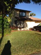 Additional photo for property listing at 2855 Sand Pines Court 2855 Sand Pines Court Lake Worth, Florida 33462 États-Unis