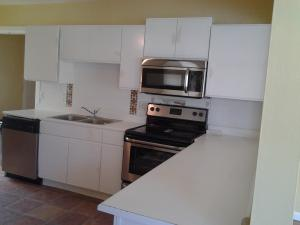 Additional photo for property listing at 811 N D Street 811 N D Street Lake Worth, Florida 33460 États-Unis