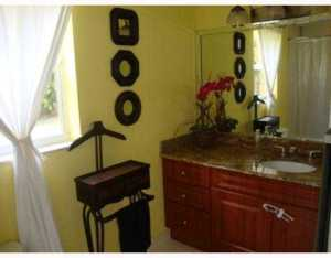 Additional photo for property listing at 810 NE 75th Street 810 NE 75th Street Miami, Florida 33138 Vereinigte Staaten