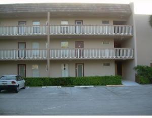 Condominio por un Alquiler en BERMUDA CLUB, 5901 NW 61st Avenue 5901 NW 61st Avenue Tamarac, Florida 33319 Estados Unidos