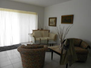 Additional photo for property listing at 341 Lake Frances Drive 341 Lake Frances Drive West Palm Beach, Florida 33411 Estados Unidos