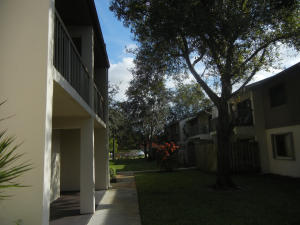 Additional photo for property listing at 3402 Gardens East Drive 3402 Gardens East Drive Palm Beach Gardens, Florida 33410 États-Unis