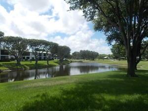 共管式独立产权公寓 为 出租 在 17 Stratford Drive 17 Stratford Drive 博因顿海滩, 佛罗里达州 33436 美国