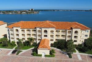 Eigentumswohnung für Mieten beim 22 Harbour Isle Drive 22 Harbour Isle Drive Hutchinson Island, Florida 34949 Vereinigte Staaten