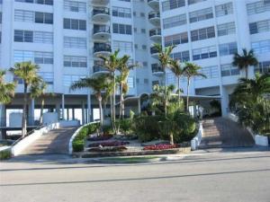 Condomínio para Locação às Majorca Towers, 11930 N Bayshore Drive North Miami, Florida 33181 Estados Unidos