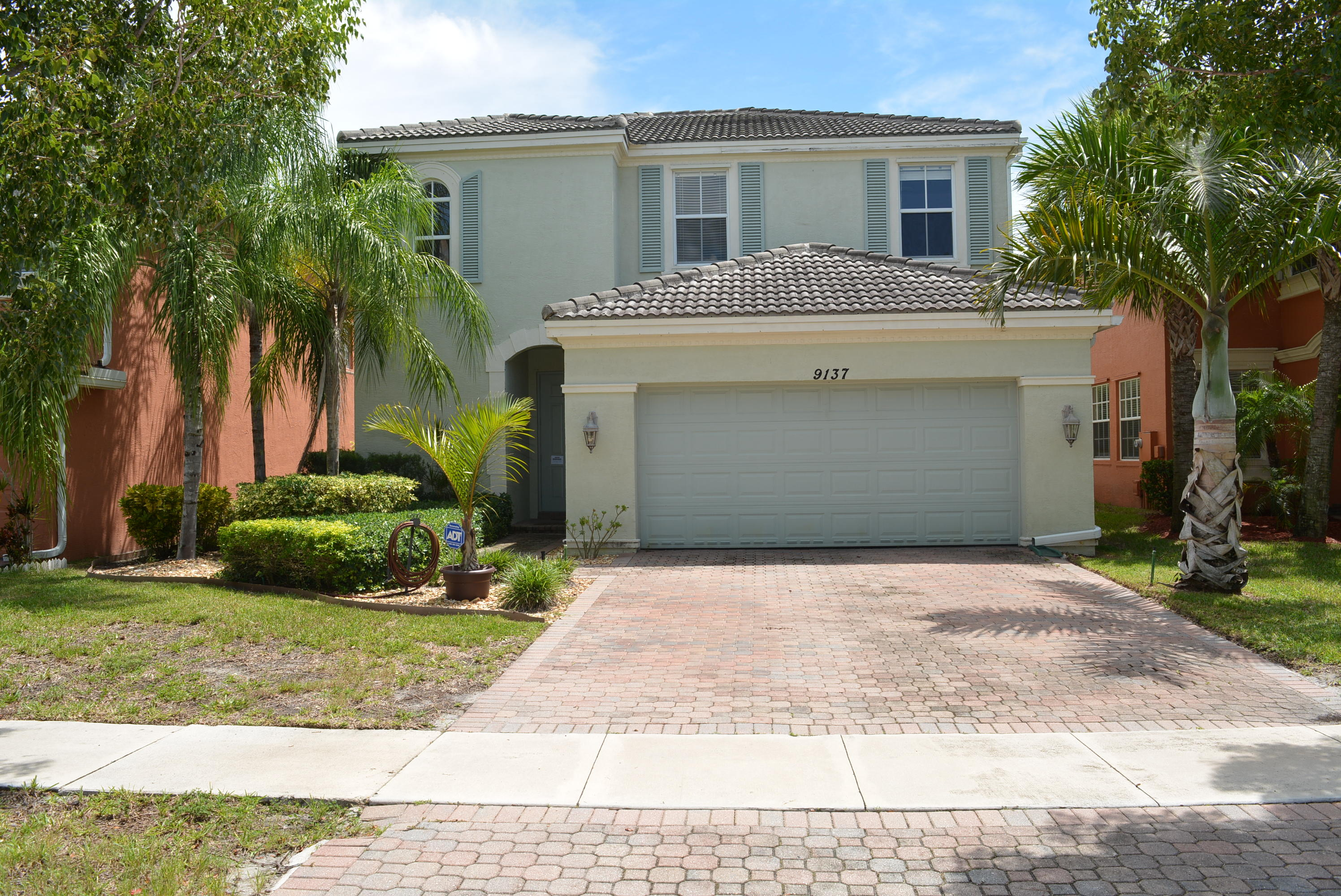 9137 Dupont Place Wellington, FL 33414