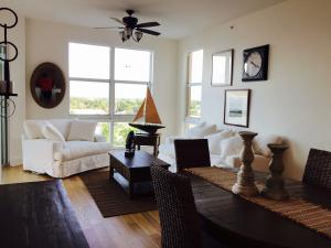 Condominio por un Alquiler en 806 E Windward Way Lantana, Florida 33462 Estados Unidos