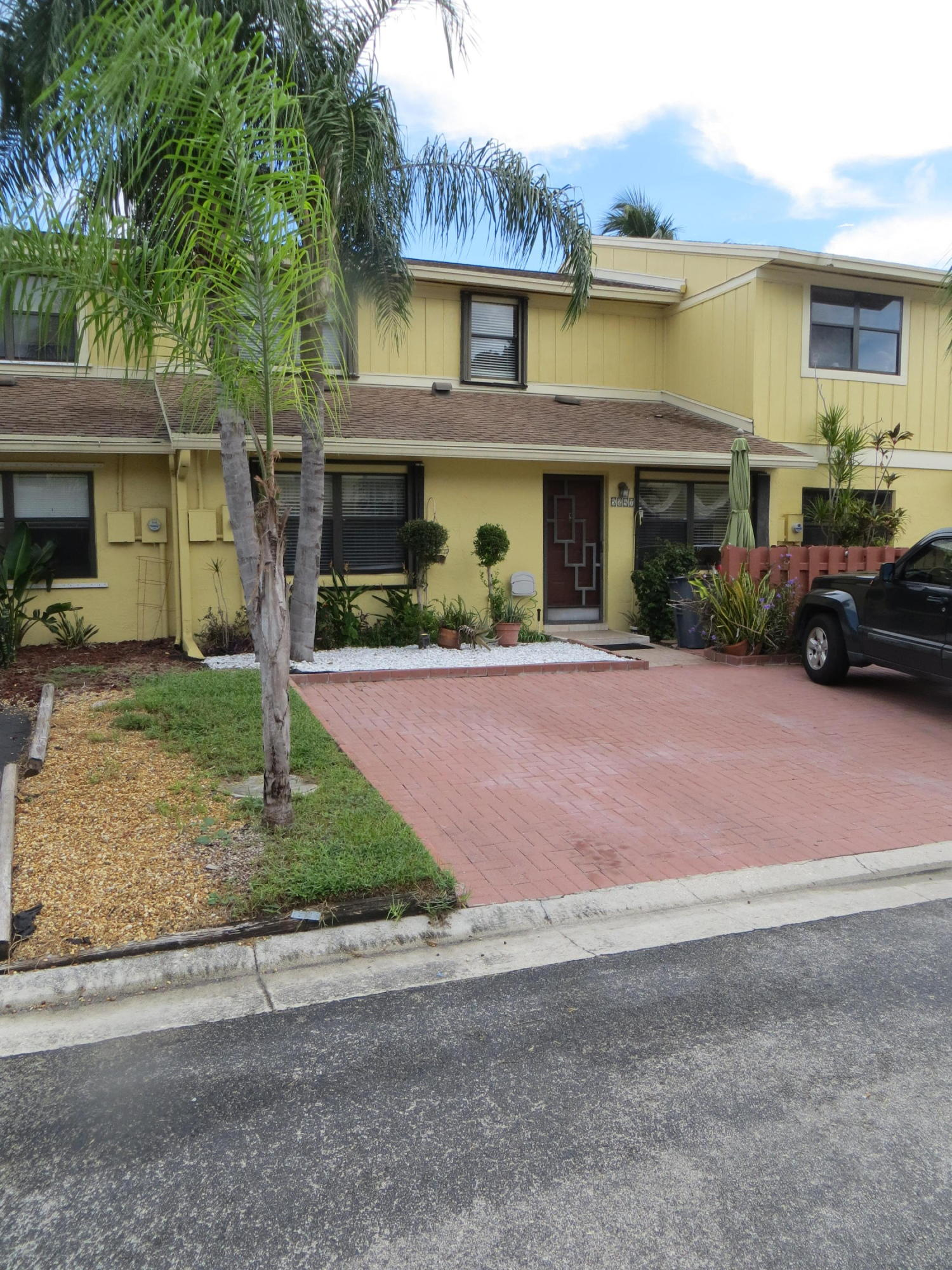 5249 Tennis Lane  Delray Beach, FL 33484