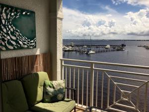 Harborage Yacht Club And Marina