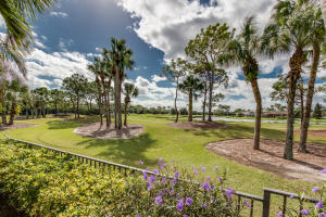 Additional photo for property listing at 9070 Lakes Boulevard 9070 Lakes Boulevard West Palm Beach, Florida 33412 United States