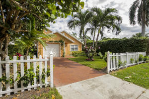 Additional photo for property listing at 323 NE 7th Avenue 323 NE 7th Avenue Delray Beach, Florida 33483 United States