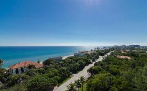 Condomínio para Locação às TOSCANA, 3720 S Ocean Boulevard 3720 S Ocean Boulevard Highland Beach, Florida 33487 Estados Unidos