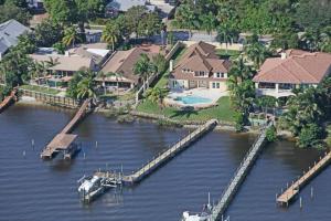 Single Family Home for Sale at 915 SE Saint Lucie Boulevard Stuart, Florida 34996 United States