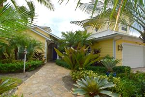 Single Family Home for Sale at 4900 NE Spinnaker Point Place Stuart, Florida 34996 United States