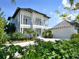 Single Family Home for Sale at 8 Old Fort Bay, Nassau Bahamas 8 Old Fort Bay, Nassau Bahamas Other Areas, Florida 00000 United States