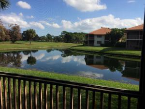 共管式独立产权公寓 为 出租 在 636 Brackenwood Cove 636 Brackenwood Cove 棕榈滩花园, 佛罗里达州 33418 美国